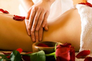 Essential-Oil-Recipes-for-body-massage-1024x682